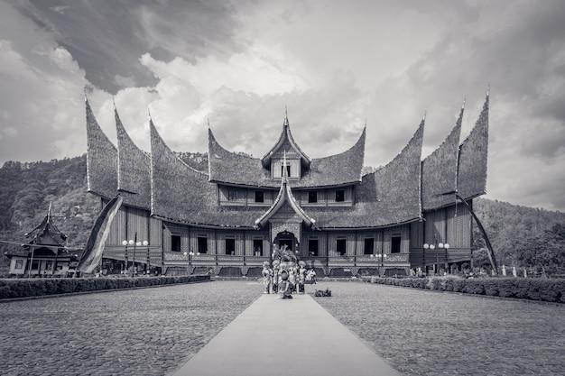 Rumah gadang è lo stile architettonico tradizionale di minang