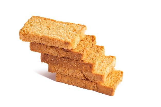 Fette biscottate o toast su uno sfondo bianco