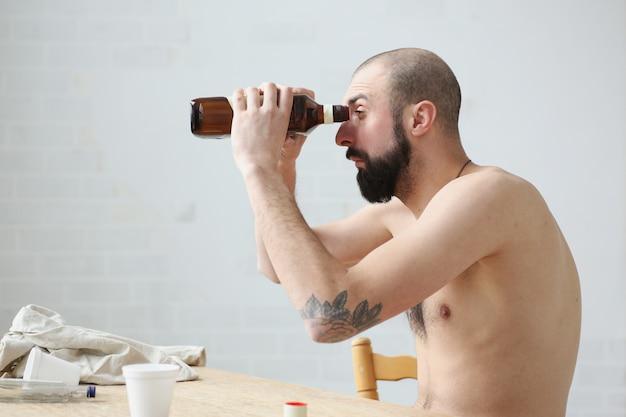 Bevanda alcolica russa nel ritratto di ricerca