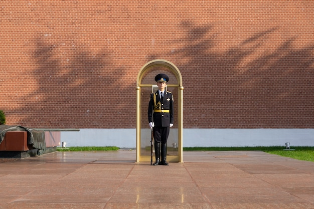 Soldato russo di guardia al cremlino di mosca