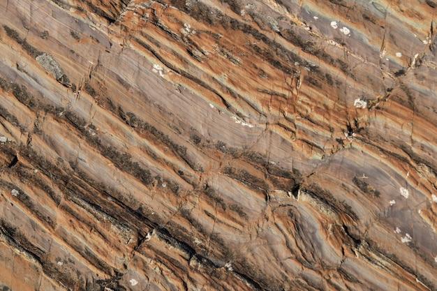 Struttura in marmo marrone scuro rustico con struttura naturale