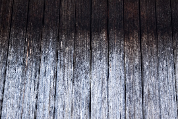 Tavola di legno sfumata grigia rustica, con crepe e motivo in legno naturale. sfondo naturale