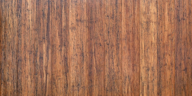 Tavolo rustico in legno con superficie vintage, sfondo marrone in tavole