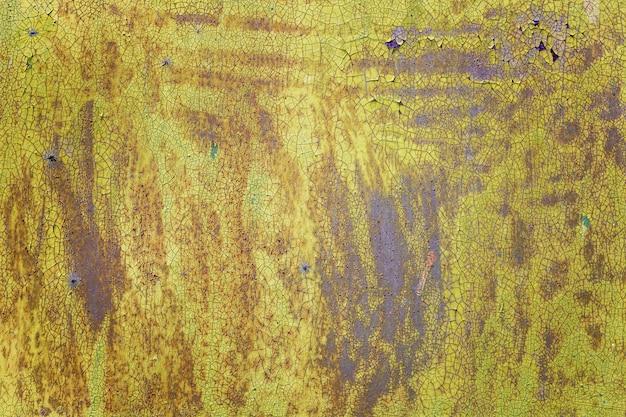 Foglio di ferro verde arrugginito. spazi e trame. spazio per il testo.