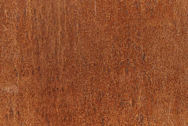 Trama di sfondo di piastra metallica arrugginita. lamiera d'acciaio con lamiera quasi piena coperta di ruggine.