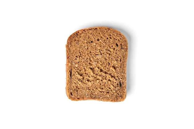 Pane di segale isolato su uno sfondo bianco