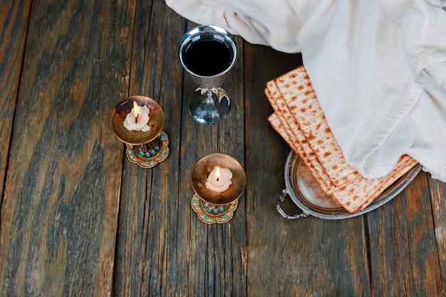 Composizione di cerimonia di sabato kiddush con due candele