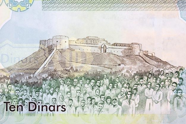 Fortezza di sabha e gente dai vecchi soldi libici