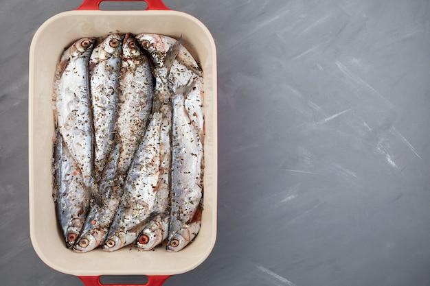 Sabrefish (pelecus cultratus) pesce salato fatto in casa.