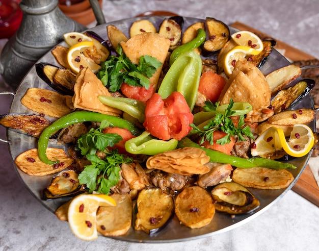Farina di carne e verdure sac ichi, cibo azerbaigiano