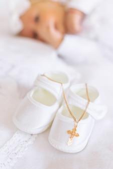 Il sacramento del battesimo di un bambino