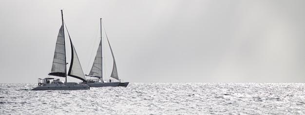 Dettaglio banner barca a vela, immagine banner con spazio copia
