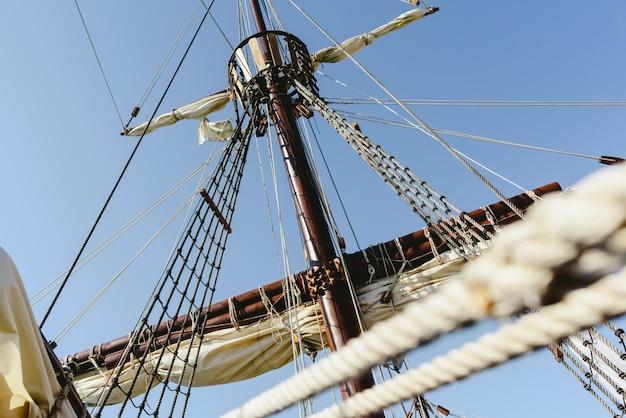Replica della barca a vela della barca di santa maria, barca che ha scoperto l'america.