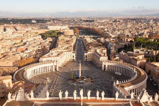 Veduta aerea di piazza san pietro, città del vaticano. paesaggio di roma, italia