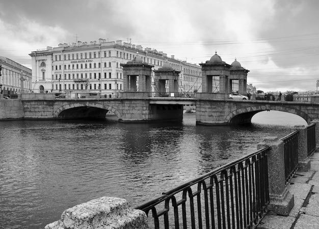 Ponte lomonosov di san pietroburgo su fontanka