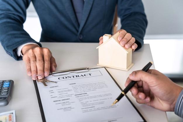 Contratto di compravendita per l'acquisto di una casa