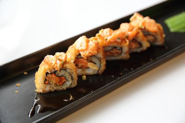Sushi maki al salmone