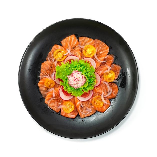 Salsa di condimento al sesamo con insalata di salmone e pepe nero stile giapponese con verdure in vista dall'alto