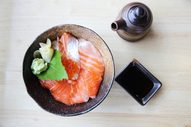 Sushi al salmone don