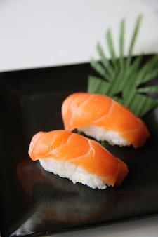 Sushi al salmone