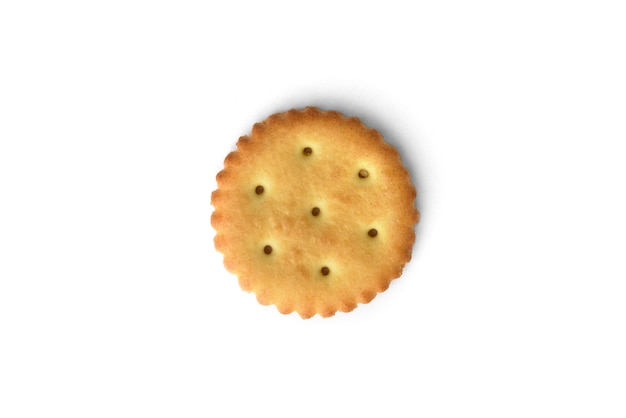 Cracker di sale isolato su sfondo bianco. vista dall'alto.