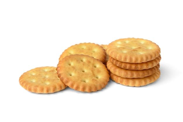 Cracker di sale isolati su sfondo bianco.