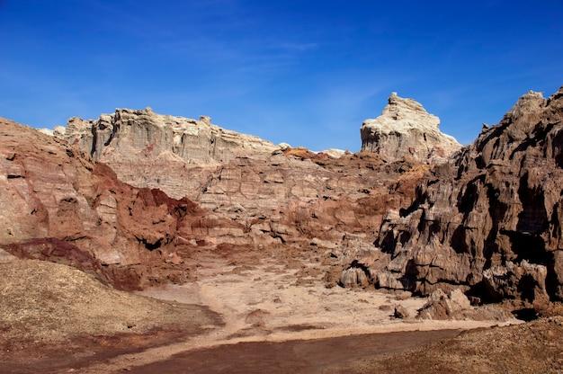 Montagne di sale del vulcano dallol in etiopia. regione lontana. africa