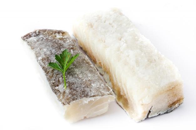 Merluzzo secco salato isolato alimento tipico di pasqua