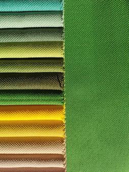 Campioni di tessuto colorato sfondo texture. scala verde.