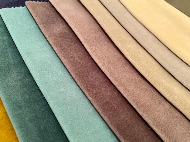 Campioni di tessuto per decorare il medel, tende. tonalità scure di tessuto. sfondo, trama