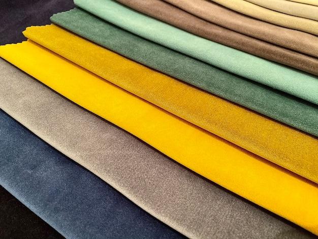 Campioni di tessuto per rifinire le sfumature di tessuto medel la scelta del tessuto per l'arredamento della casa