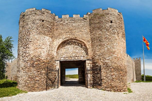 La fortezza di samuil nel paesaggio di ocrida