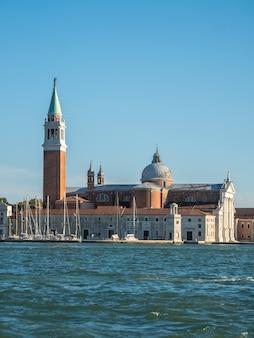 San giorgio maggiore, attraverso il grand canale, venezia, italia.