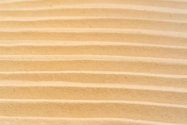 Fondo della spiaggia di sabbia e modello di struttura con spazio.