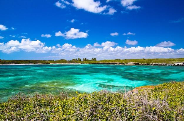 Sabbia della spiaggia del mar dei caraibi