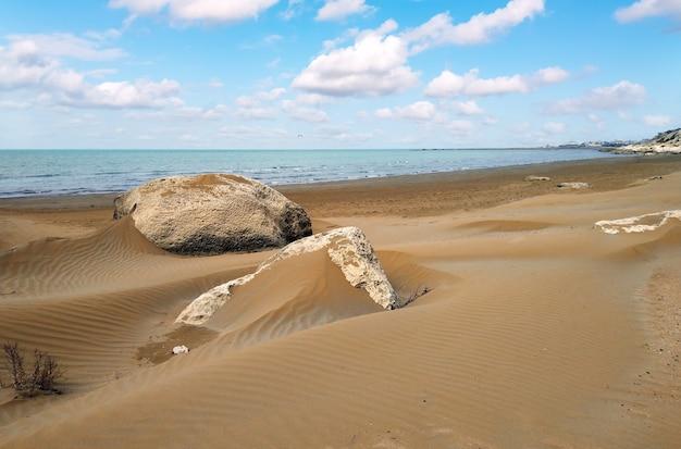 Dune di sabbia in riva al mare