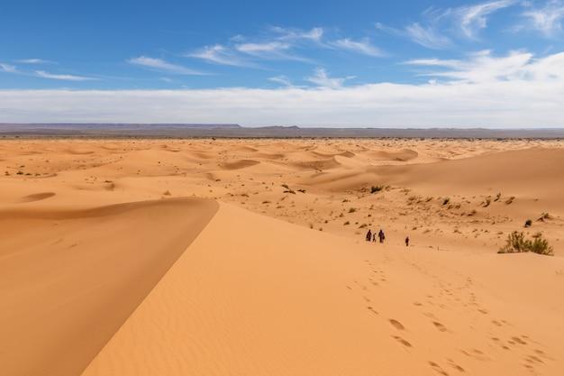Dune di sabbia di erg chebbi nel deserto del sahara
