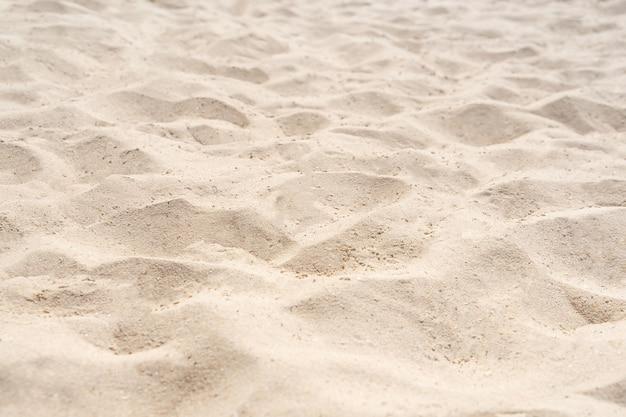 Struttura della natura della sabbia nella spiaggia di estate come priorità bassa. spiaggia naturale in estate.