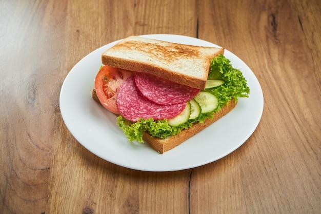 Club del panino sulla zolla bianca