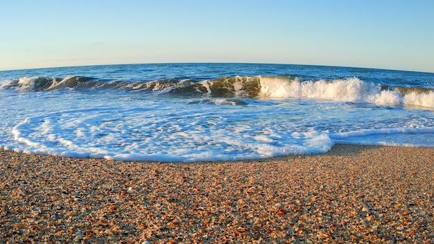 Spiaggia di sabbia e mare azzurro