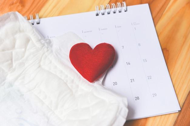 Tovagliolo sanitario femminile assorbente sul calendario con igiene femminile significa donne