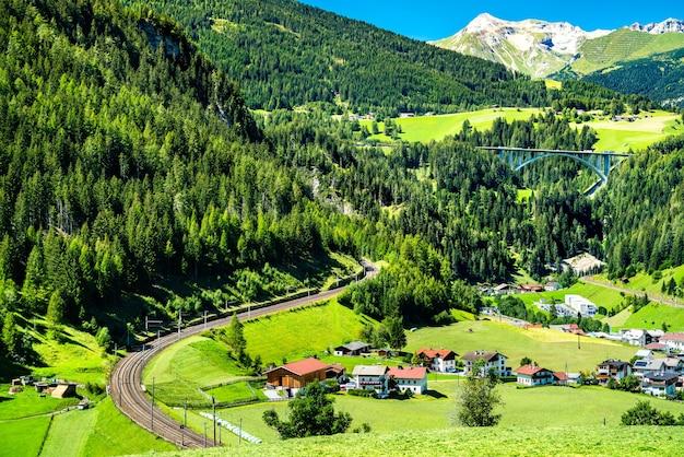 Sankt jodok am brenner villaggio nelle alpi austriache