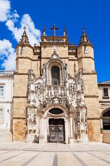 Il monastero di santa cruz (monastero della santa croce) è un monumento nazionale a coimbra, in portogallo