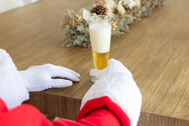 Babbo natale si è rilassato con una birra prima di partire
