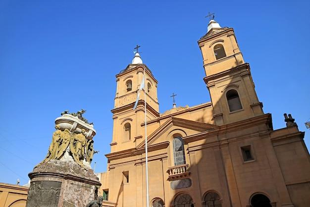 Il convento di santo domingo o basilica di nostra signora del rosario e convento di santo domingo a buenos aires, argentina Foto Premium