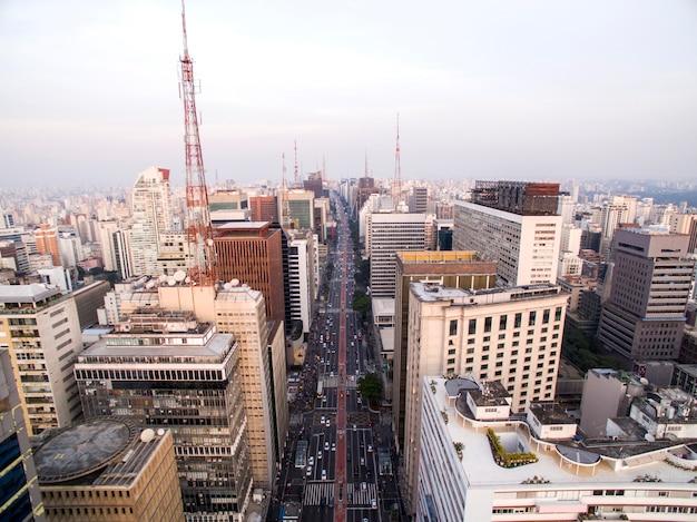 San paolo, brasile. vista aerea su paulista avenue, nella città di san paolo
