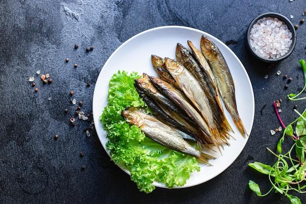 Sardine spratti pesce affumicato o salato frutti di mare farina di sgombro