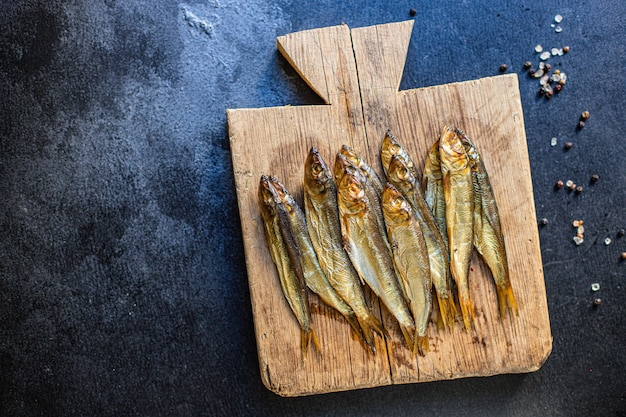 Sarde spratto pesce affumicato o salato farina di frutti di mare