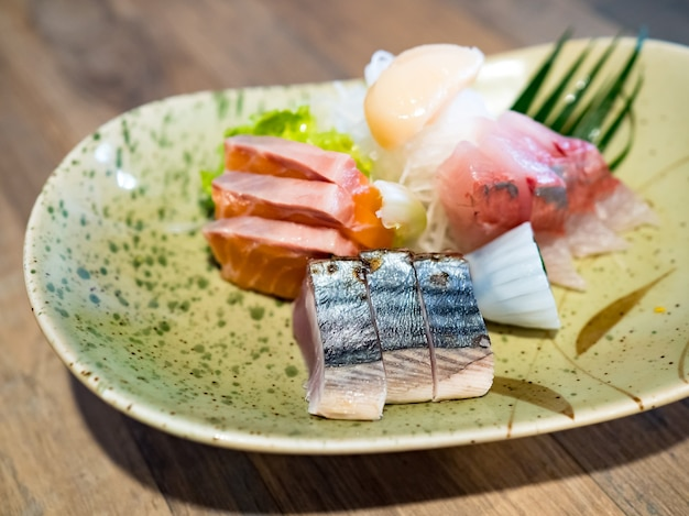 Sashimi cibo giapponese, set sashimi. salmone, wasabi, pesce