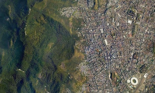 Trama di vista dall'alto satellitare sul brasile